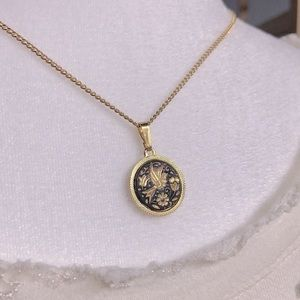Beautiful Vintage Gold Necklace with Pendant